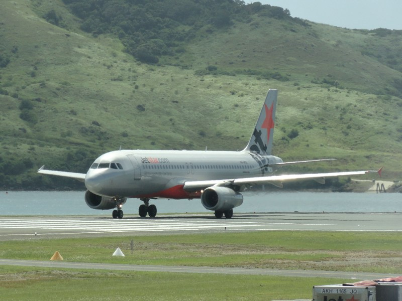 plane-a320-ham-is-web