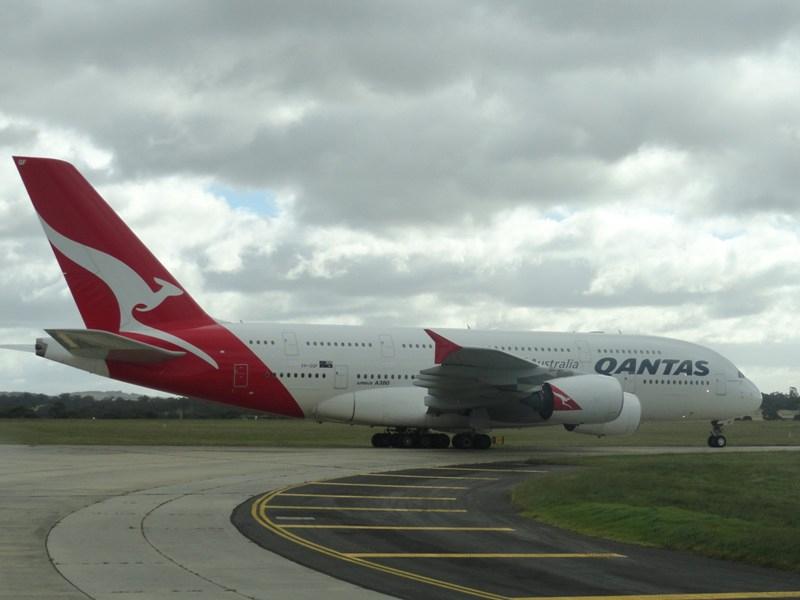 plane-qantas-a380