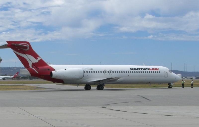 plane-qantas-b717-web